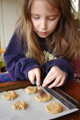 11 year old girl makes cokies